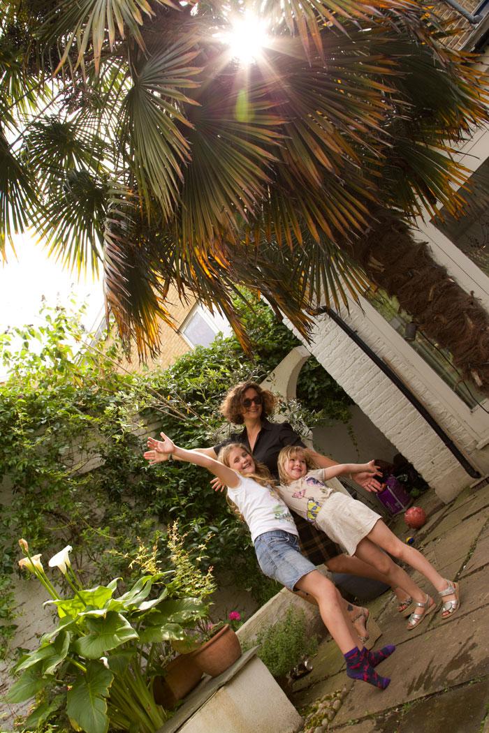 photobombed by children